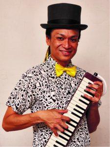 ミッチュリー 3歳より電子オルガンを始める。 19歳でプロ活動開始。ピアニカでは熱帯JAZZ楽団ソリストコンテストで最優秀賞を受賞。 2015年より「ピアニカの魔術師」としてピアニカの新たな魅力や音楽の楽しさを伝えている。